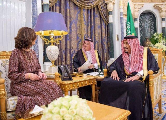 A.Saudí.- El rey saudí recibe a la jefa de la CIA