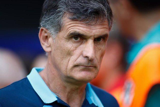 Jose Luis Mendilibar dirigiendo al Eibar
