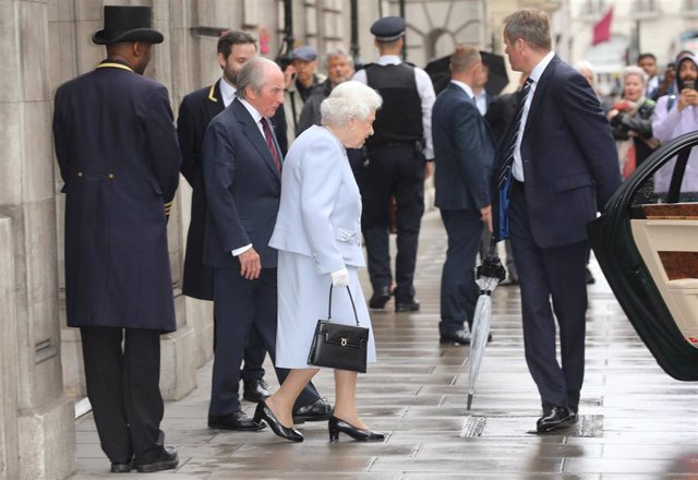 13 June 2019, England, London: Sir Jackie Stewart (2-L), British former Formula One racing driver escorts Queen Elizabeth II to her car outside the Royal Automobile Club (RAC) after celebrating his 80th birthday there. Photo: Isabel Infantes/PA Wire/dpa