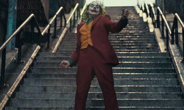 Joaquin Phoenix en una de las escenas más icónicas de Joker