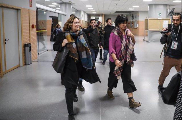 Acto público de la coordinadora de Podemos Andalucía, Teresa Rodríguez (d), y la alcaldesa de Barcelona, Ada Colau (i), bajo el lema 'Feminismo para tender puentes' en Sevilla  , 07 de noviembre de 2019.