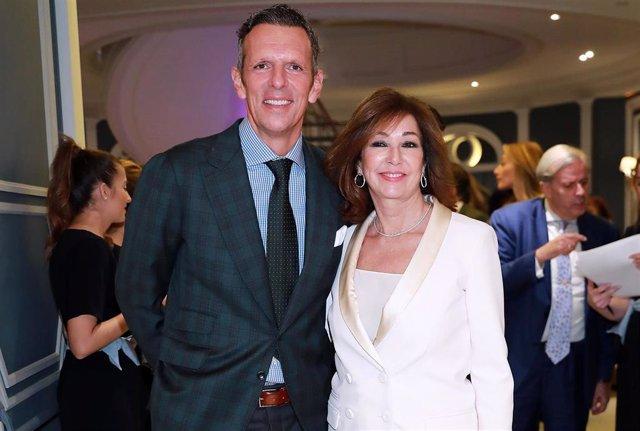 Ana Rosa Quintana y Joaquín Prat en la gala de la Fundación Querer