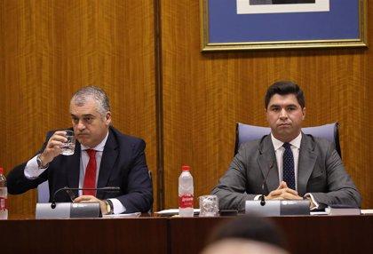 """Carnero abandona la comisión de la Faffe sin escuchar preguntas tras denunciar que es un """"circo"""" en vísperas del 10N"""