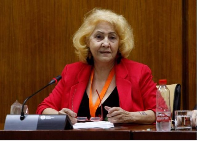 Carmen Flores, presidenta de Asociación Defensor del Paciente, en una comparecencia en el Parlamento de Andalucía.