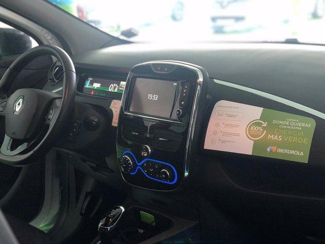 Interior de un vehículo de Zity con la marca de Iberdrola