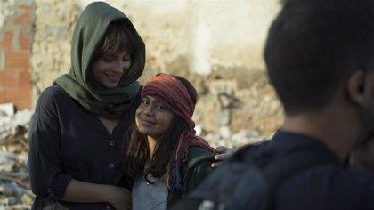 """Llega 'Promesas de arena', la serie de TVE sobre """"la realidad que viven los cooperantes"""" en países en guerra"""