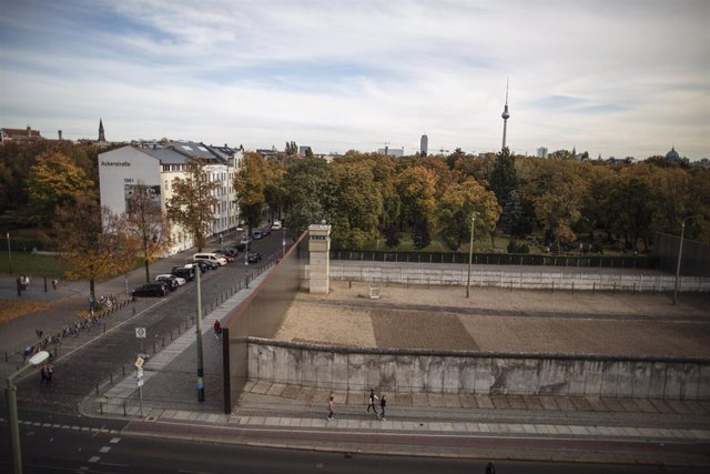 Restos del Muro de Berlín en el memorial en Bernauer Strasse