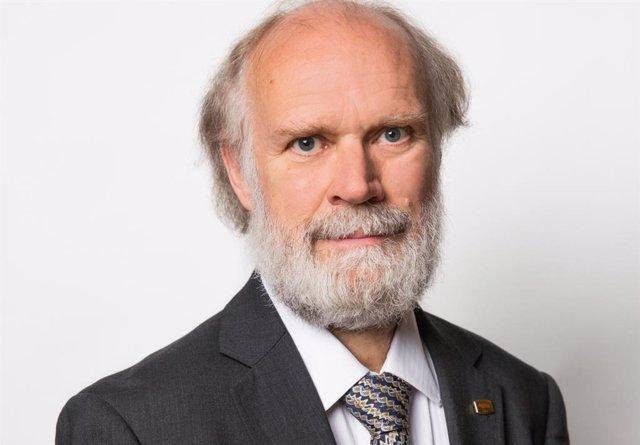 Retrato de David Snelling, director del Programa de Artificial Intelligence de Fujitsu.