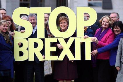 Sturgeon se ofrece a apoyar a los laboristas pero reclama un segundo referéndum para Escocia