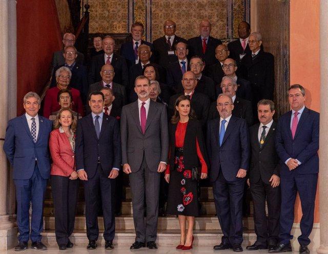 Los Reyes participan en Sevilla en un encuentro con directores de academias y pa
