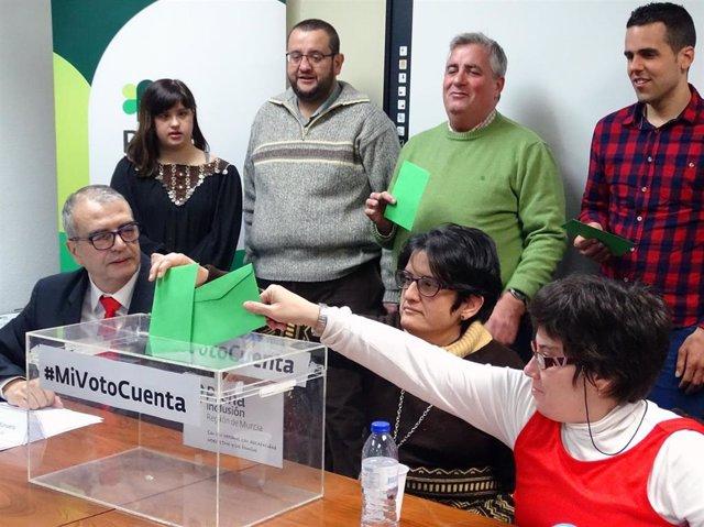 Los murcianos con discapacidad intelectual reclaman su derecho al voto