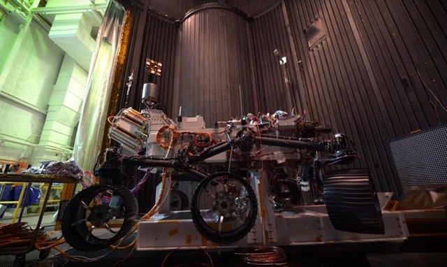 Rover Mars 2020, en la gran cámara de vacío del JPL