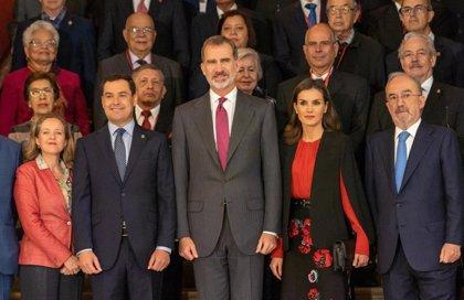 """El Rey celebra la """"relevancia universal"""" de las naciones hispanohablantes en el Congreso de Academias de la Lengua"""