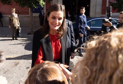 Sevilla recibe a los Reyes Felipe y Letizia, tan solo como ellos saben