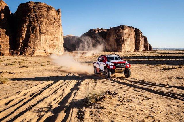 El piloto español Fernando Alonso (Toyota) en un Rally en Arabia Saudí