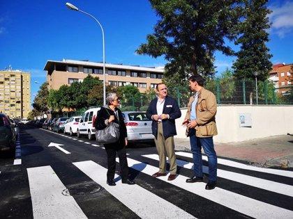 Ayuntamiento de Sevilla realiza obras de repavimentación en las calles Sinaí y Manuel Mantero, en San Pablo-Santa Justa