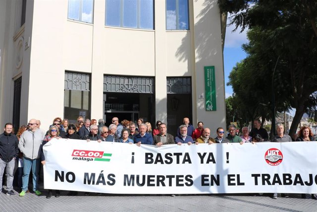 Concentración de UGT y CCOO con motivo del último accidente laboral mortal en Málaga.