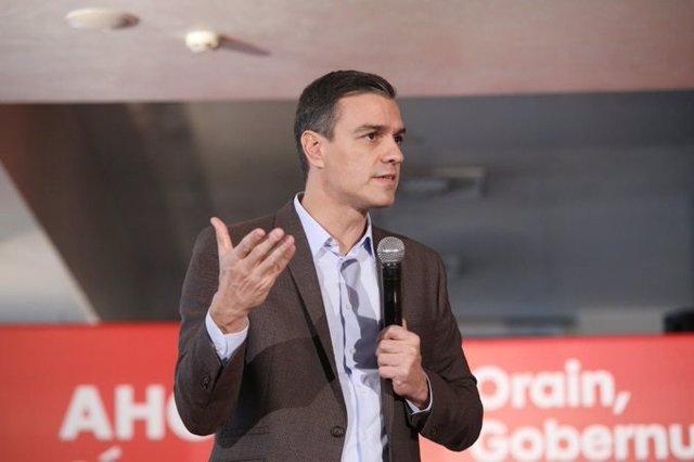 El líder del PSOE, Pedro Sánchez, en un míting a Vitòria de la campanya electoral del 10 de novembre.