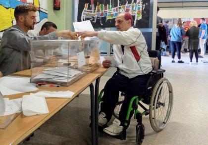 """Tomás, una de las 100.000 personas con discapacidad que votó por primera vez el 28A con """"emoción"""""""
