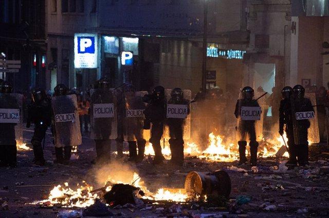 Agents de la Policia Nacional a la plaça d'Urquinaona, Barcelona, 18 de octubre del 2019.