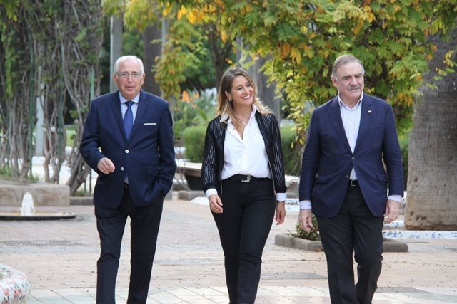 El candidato del PP al Senado por Melilla Juan José Imbroda junto a los otros dos candidatos del PP, Sofía Acedo y Fernando Gutiérrez Díaz de Otazu