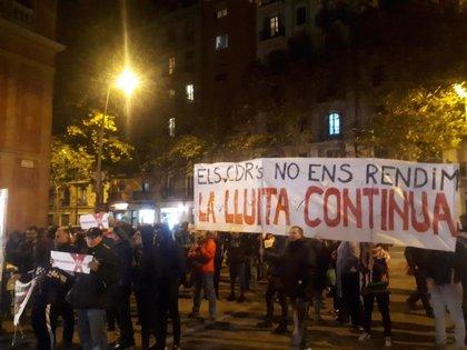 Cerca de un centenar de CDR se concentra ante el mitin de Pedro Sánchez
