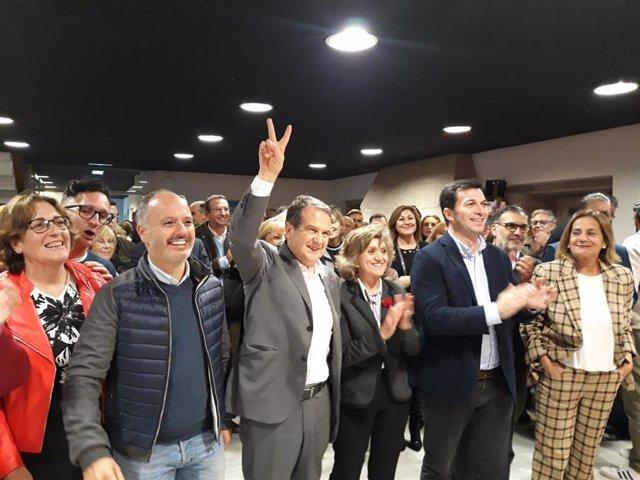 A ministra de sanidade en funcións nun acto de campaña en Vigo.