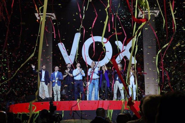 Ignacio Garriga Vaz de Concicao, Iván Espinosa de los Monteros, Santiago Abascal, Javier Ortega Smith, Rocío Monasterio y Hermann Tertsch en el acto de Vox 'Vistalegre Plus Ultra' en Madrid
