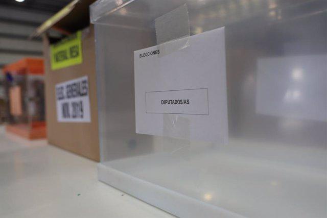 Urna de los diputados/as, en el centro logístico de las póximas elecciones generales del 10N en Alcalá de Henares (Madrid), a 31 de octubre de 2019.