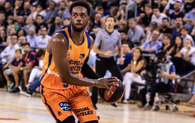 Jordan Loyd, en un partido con el Valencia Basket.
