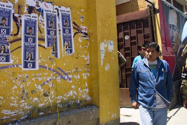 Elecciones en un colegio electoral de La Paz, Bolivia