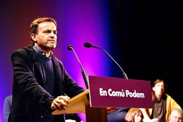 Jaume Asens (comuns) en un míting a Blanes