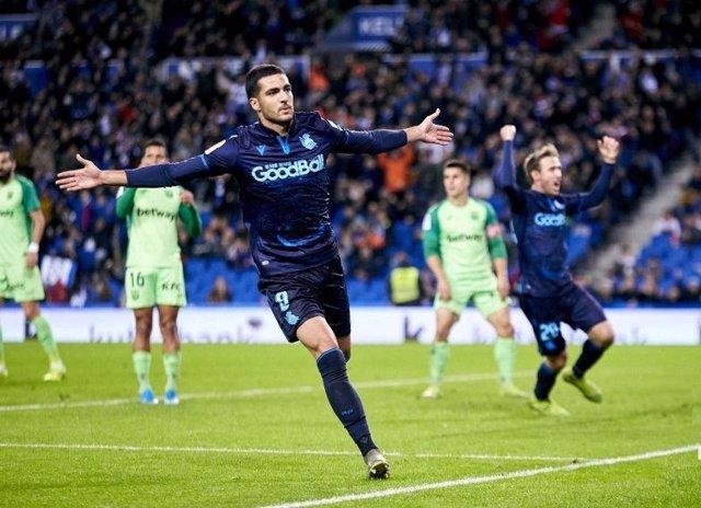 Mikel Merino celebra el primer gol en el partido Real Sociedad - Leganés