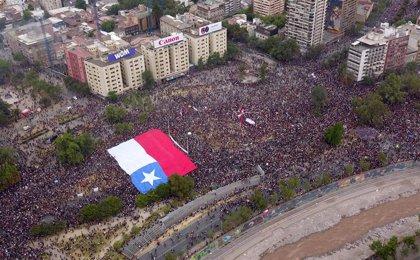 Más de 75.000 personas se concentran en Santiago de Chile en la tercera semana de protestas