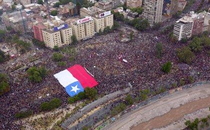 Chile.- Más de 75.000 personas se concentran en Santiago de Chile en la tercera semana de protestas