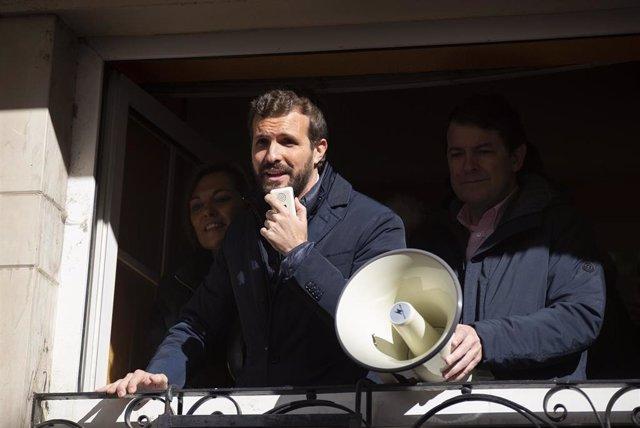 El líder del PP, Pablo Casado, durante un acto electoral en Palencia