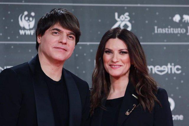 Laura Pausini con su pareja en la alfombra roja de LOS40 Music Awards