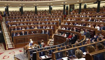 Los nuevos diputados cobrarán más de 3.800 euros y estrenarán iPad