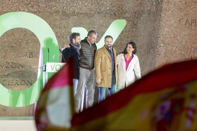 (I-D) El portavoz de Vox en el Congreso de los Diputados, Iván Espinosa de los Monteros; el secretario general de Vox, Javier Ortega Smith; el presidente y candiato, Santiago Abascal y la portavoz de Vox en la Asamblea de Madrid, Rocío Monastero