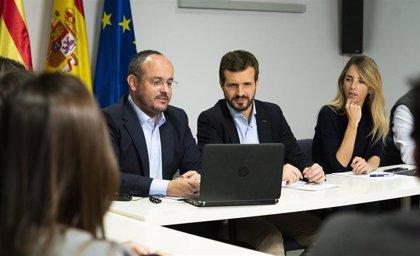Casado pasa la jornada de reflexión en Barcelona junto a su mujer y se reúne con el PP de Cataluña