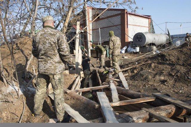 Ucrania.- Las fuerzas del conflicto en Ucrania inician la retirada de la ciudad