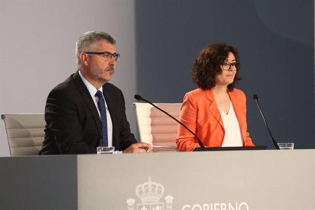 Roda de premsa del secretari d'Estat de Comunicació, Miguel Ángel Oliver, i la sotssecretària del Ministeri de l'Interior, Isabel Goicoechea, al Centre de Dades instal·lat a l'IFEMA de Madrid, amb motiu de les eleccions generals del 28 d'abril.