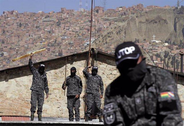 Policías de Bolivia amotinados