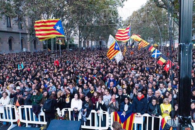 Convocatòria de Tsunami Democràtic a la plaça Universitat de Barcelona el 9 de novembre de 2019