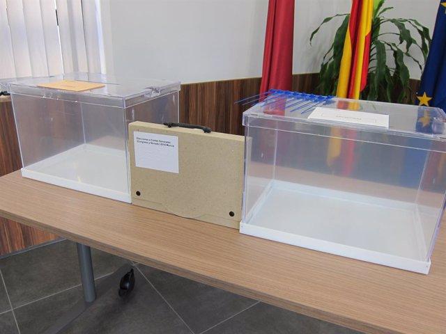 Urnes amb motiu de les eleccions generals del 10 de novembre