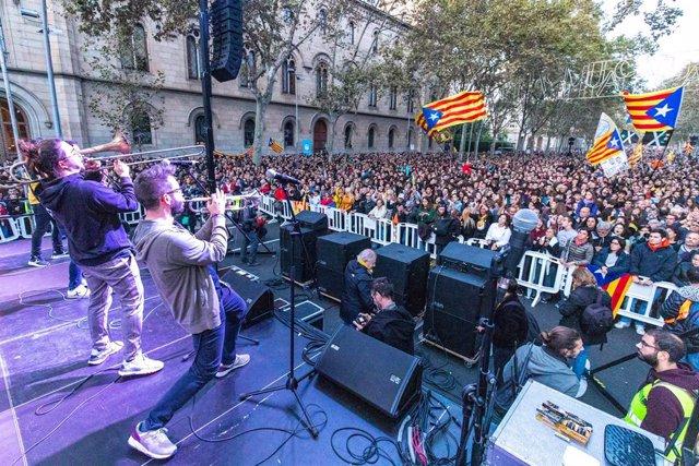 Convocatòria de Tsunami Democràtic a la plaça Universitat de Barcelona a 9 de novembre de 2019