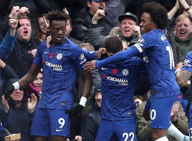 Fútbol/Premier.- (Crónica) El Chelsea y el Leicester siguen al alza y no renunci
