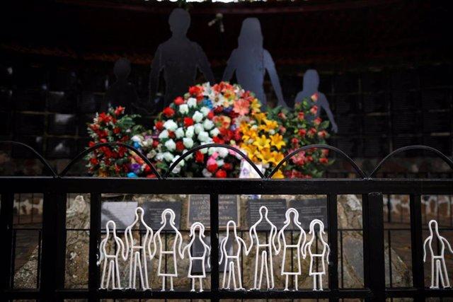 Monumento que conmemora la masacre de 'El Mozote', en El Salvador.