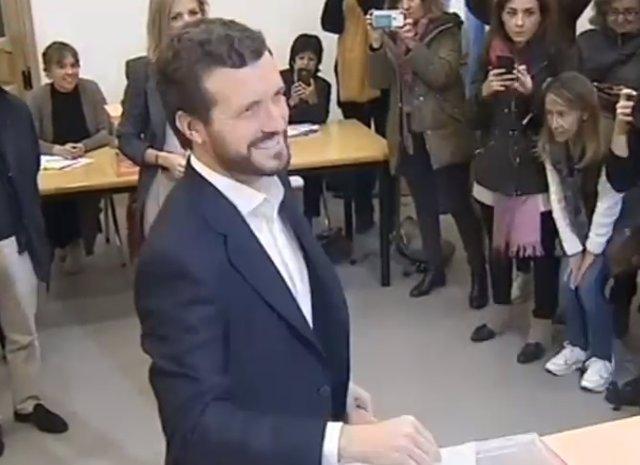 El president del PP, Pablo Casado, votant en les eleccions generals del 10 de novembre