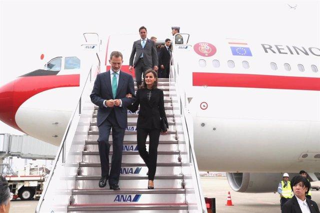 Los Reyes viajan este lunes a Cuba para una visita de Estado histórica en plena